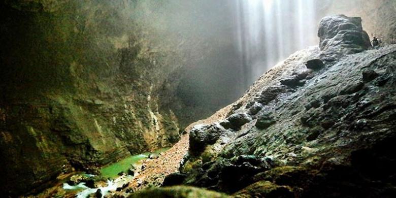 Cahaya Surga Goa Jomblang - Sumber: travel.kompas.com
