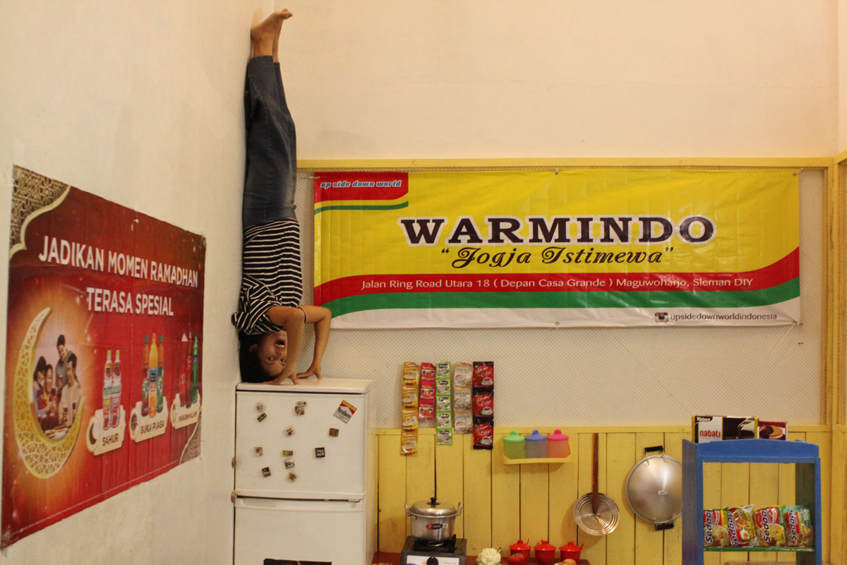 Melayang di Warmindo - Sumber: gudeg.net
