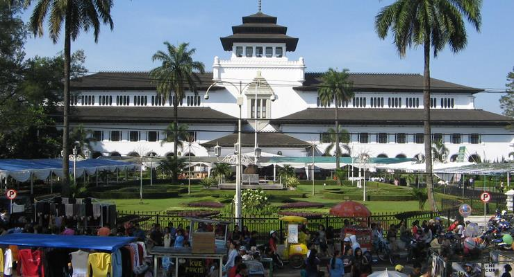 Pasar-murah-Kaget-Gasibu-Bandung
