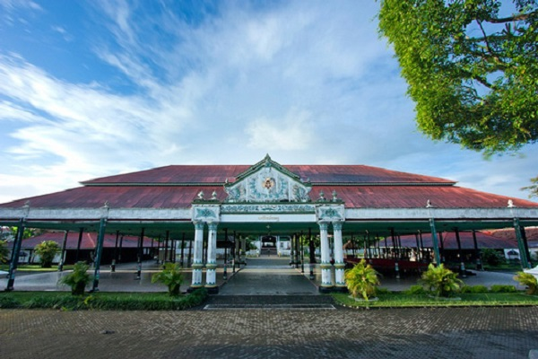 Kraton Yogyakarta - Sumber: tourtraveljogjakarta.com