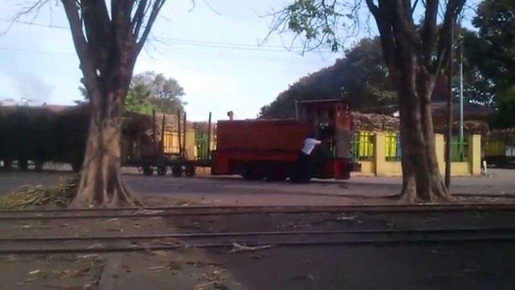 Rel dan Kereta Tebu - Sumber: cyberspaceandtime.com