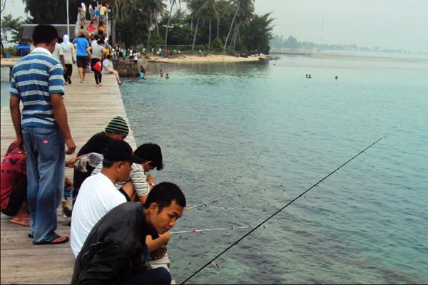 memancing di pulau tidung